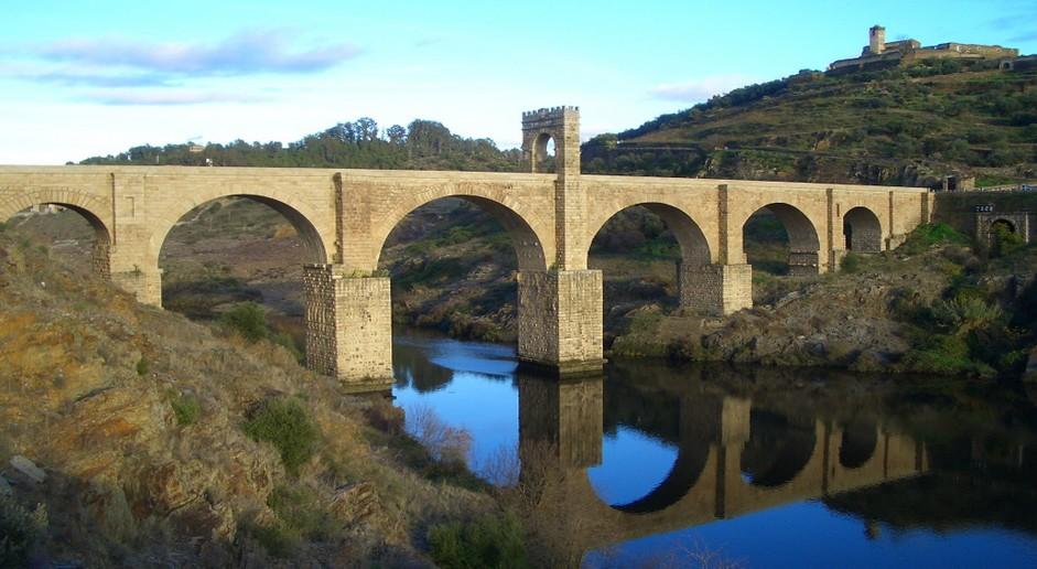 Resultado de imagen de Puente de Alcántara